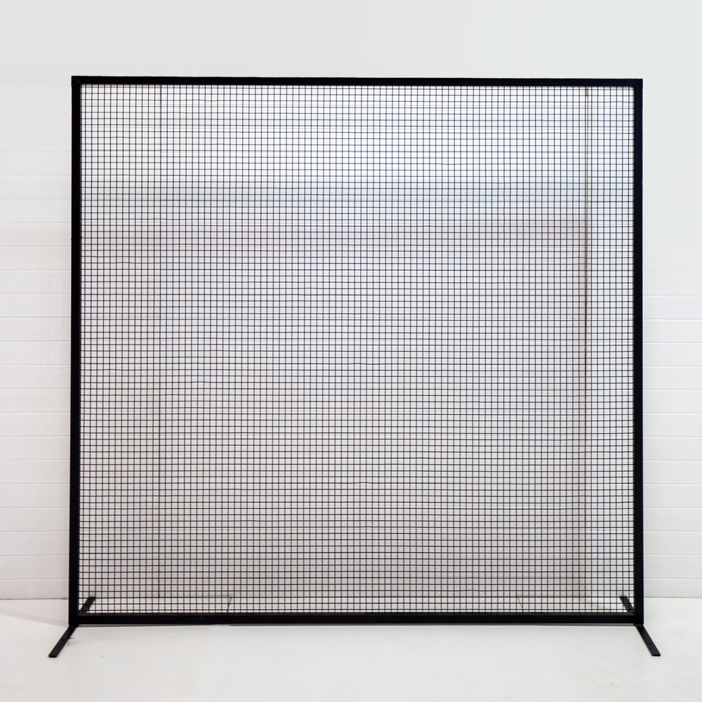 Two Foxes Wire Mesh Backdrop Long