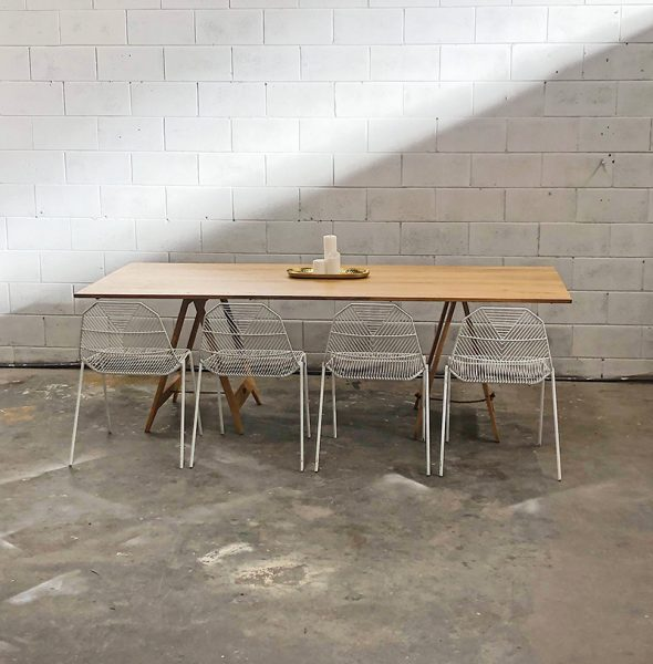 table_with_arrow_chairs